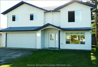 Spacious Shuswap Home Close to Canoe Beach!