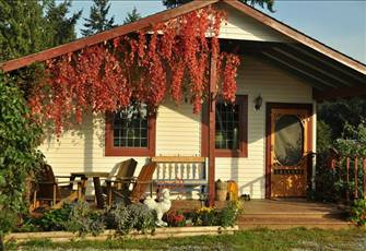Charming Country Cottage Getaway in Yellowpoint - 15 Min to Nanaimo