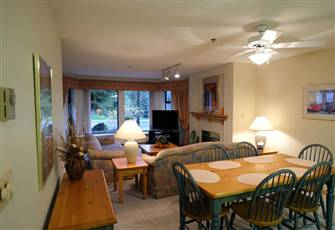 Spacious 2 Br Apartment, Minutes from Village and Alta Lake. Sleeps 6. Hot Tub