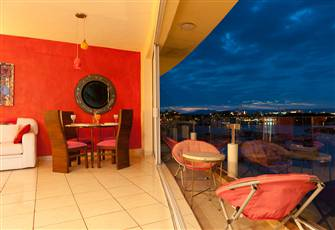 Penthouse on Marina Waterfront, 2 Levels, Jacuzzi, Great Views and Privacy