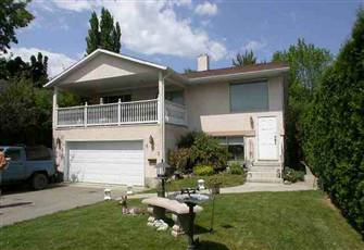 Downtown Kelowna Upper Level Three Bedroom Home 2 Miniutes from Beautiful Beach