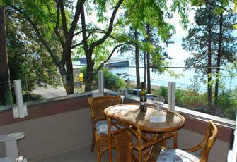 Lakeside Retreat Upper Suite~Okanagan Lake Shoreline Views...Only Steps to Beach