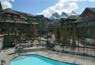 *Premier 2 Br Canmore Condo - Outdoor Heated Pool/3 Hot Tubs *Mtn View*Park Pass
