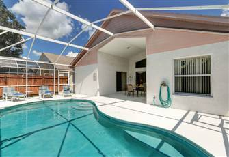 Beautiful 4 Bedroom Home with Private Pool, Internet & Games Room - Near Disney.