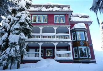 3 Bedroom  Home - Steps from the Skiway and Village. Sleeps 10 Pet Friendly!