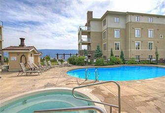 Relax and Explore Kelowna Lake Country - 2 Bedroom Condo