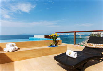 Amazing 4 Br Beachfront Penthouse