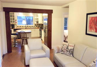 Beautiful 2 Bedroom Suite , Dream Kitchen, Balcony, Fenced Yard, Bbq