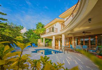 Lovely Villa with Private