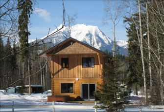 Canada Select 4* Approved, Luxurious Log Home Surrounded by Mountain Views