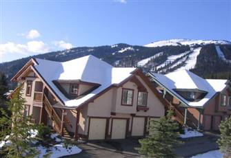Centrally Located Townhouse Ski in Ski with Gorgeous View!