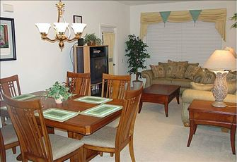 Beautiful Condo 3 miles from Disney