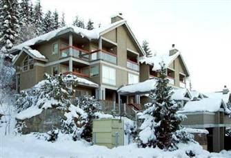 Three Bedroom Ski In/out Townhouse with Private Outdoor Hot Tub!