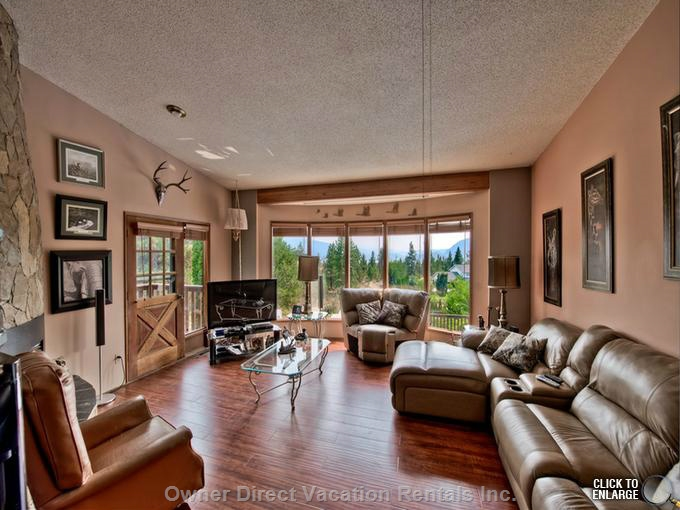 Spacious home located at the top of the West Bench in Penticton