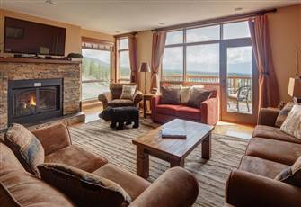 """Golf"" Chalet, Private Hot Tub, True Ski in/Ski out"