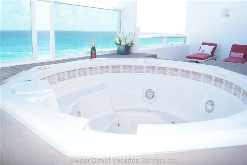 Private Oceanview Rooftop Jacuzzi for Four People