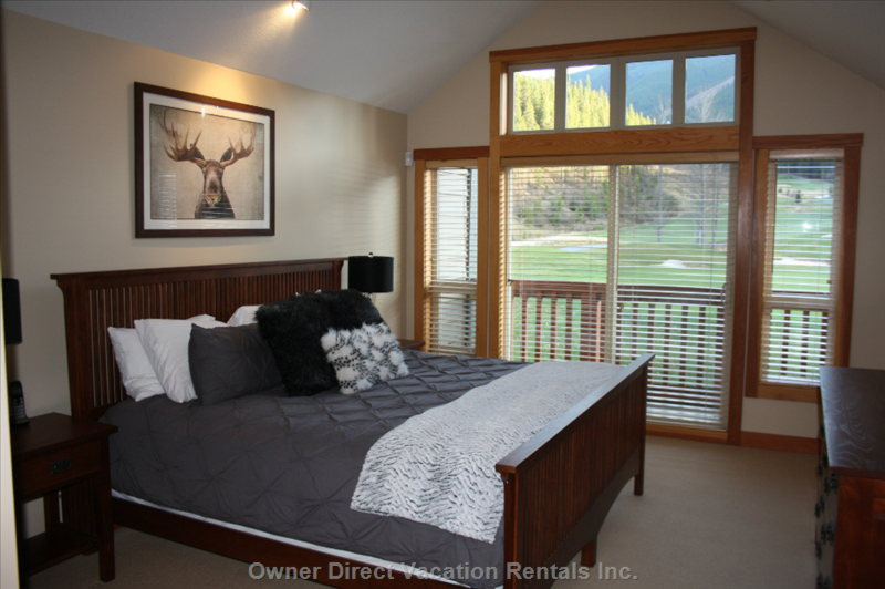 Master Bedroom with King Bed, Ensuite and Greywolf Golf Course View!