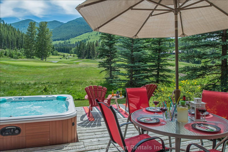Chalet at Wolf Lake that backs right on to the 9th hole of Greywolf golf course