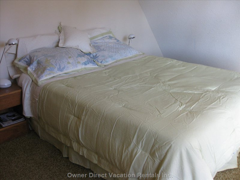 Bedroom 1, Upstairs, Queen Bed