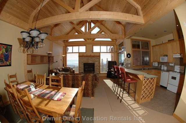 High Vaulted Ceiling Optimize the Space, Openess, and Views