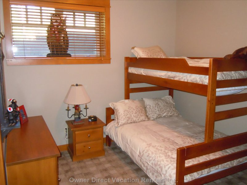 Lower Level Bedroom - Bunk with Double Lower and Twin Upper. Large Walk-in Closet and Ensuite