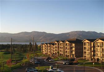 West Kelowna Condo on the Golf Course .