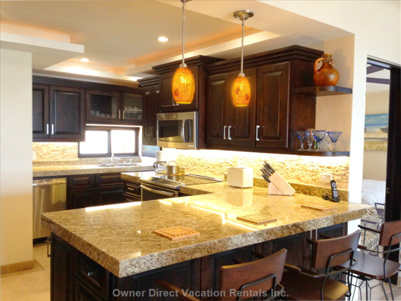 Kitchen, Granite Counters, all Stainless, Washer/Dryer Triple Filtered Uv Water