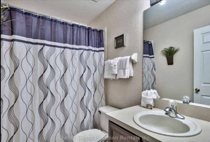 Shared Bathroom for Twin Bedrooms