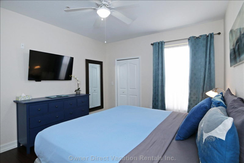 "Master Bedroom with En-Suite, Walk in Closet, 46"" Tvm Ceiling Fan and Air Conditioning"