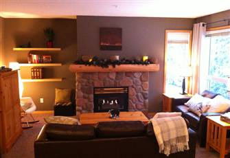 Ski-In, Updated, 2 bdm, Stone Creek Chalet with Private Hot Tub!