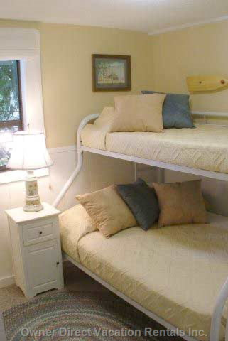 Second Bedroom with Double/Single Mattress's Bunk-Bed