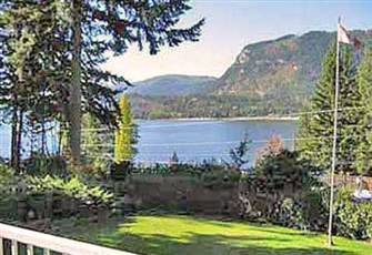 Gorgeous Lakeview Vacation Home in the Shuswap