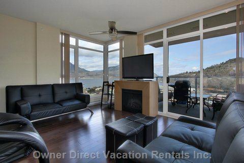 Relax in our Living Room with Fantastic Lake View.