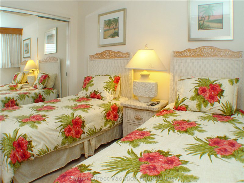 Guest Bedroom - Two Twin Beds Or a King, your Choice!
