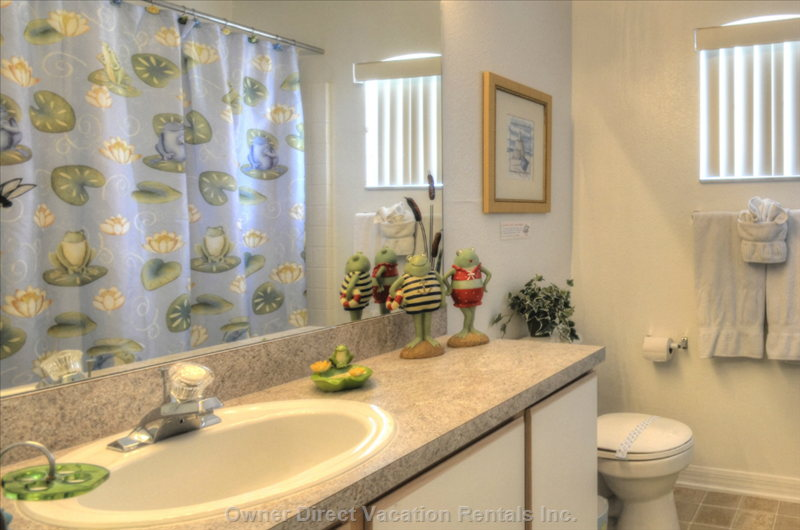 Shared Bathroom between Twin Bedrooms