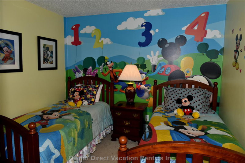 "Mickey Themed Twin Room with 37"" Ledtv"