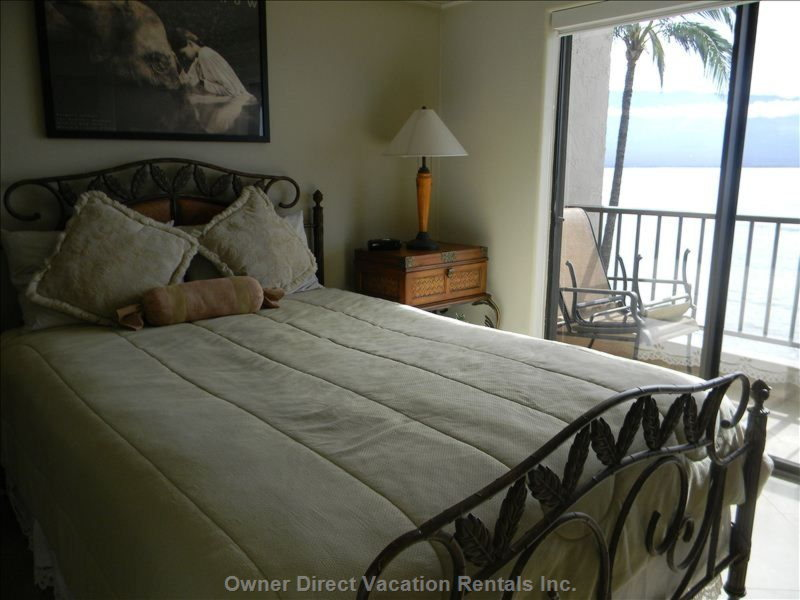 Queen Bed in the Master Bedroom with Sliding Doors to the Lanai so you Can Hear the Ocean and See the Moon and Stars as you Sleep.