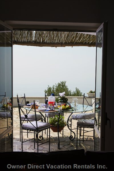 Get Here your Open Air Breakfast Overlooking the Sea