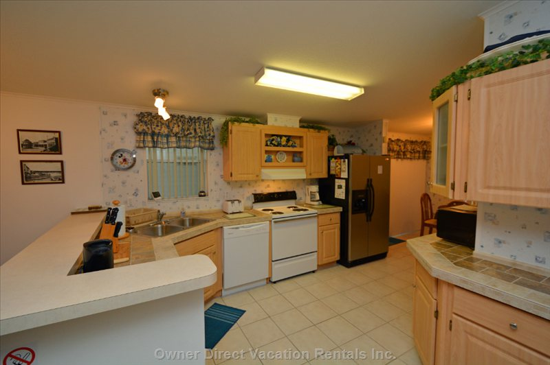 Large Fully Equipped Kitchen Area