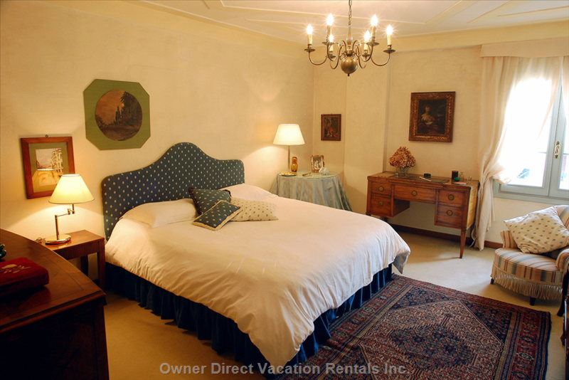 "The ""Blue Room"" is Queen Bedded and has a Bathroom En-Suite (Tub/Fixed Shower Head)"