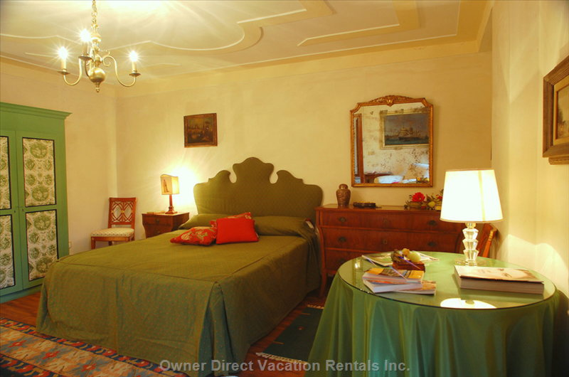 "The ""Green Room"" is Queen Bedded and has Decorated Ceilings, like all Rooms of the House"