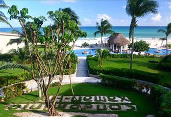 Beautiful Beachfront Condo with Views of the Ocean and Cozumel
