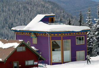 Spectacular Silver Star Home with Best Ski Acess on Mountain with Rooftop Hottub