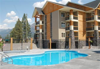 Beautiful Radium Mountain Escape - 2 Br Condo+Den-Heated Outdoor Pool & Hot Tubs