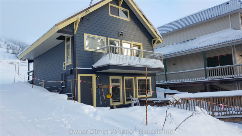 Great Location at Bottom of Alpine Meadows Chair and beside Ski Overpass to Silver Queen Chair. 7 Minute Walk to Village.