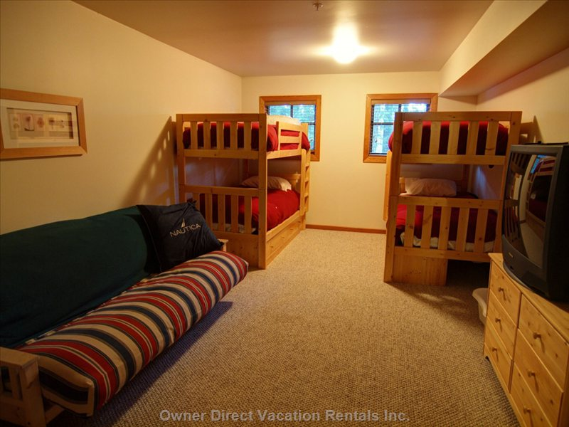 2 Single Bunk Beds and a Futon
