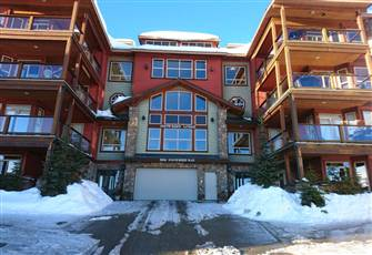 Big White Condo Ski-in/Ski-out in Village 3 Bedroom, Private Hot Tub