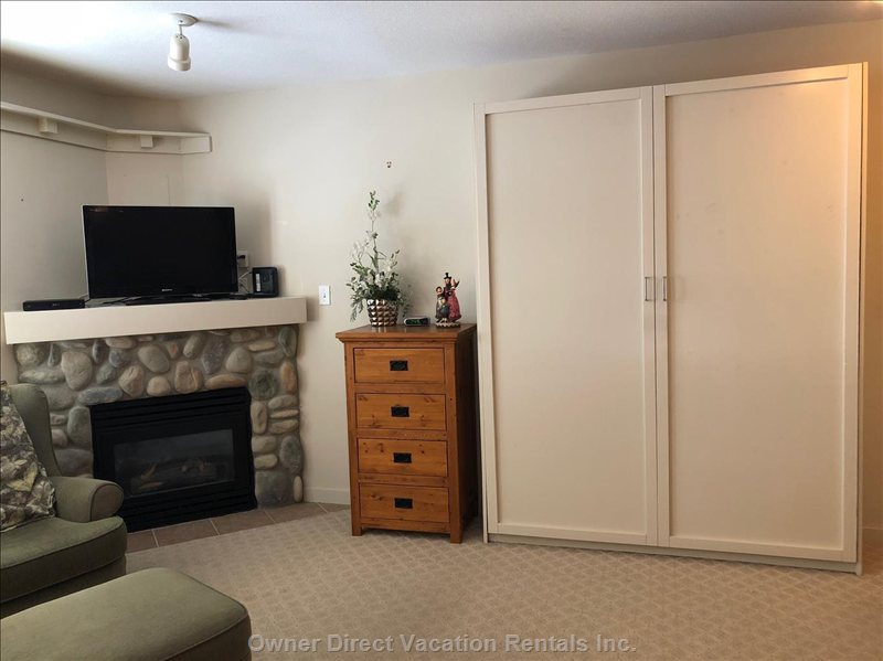 Murphy Bed Closed for more Room