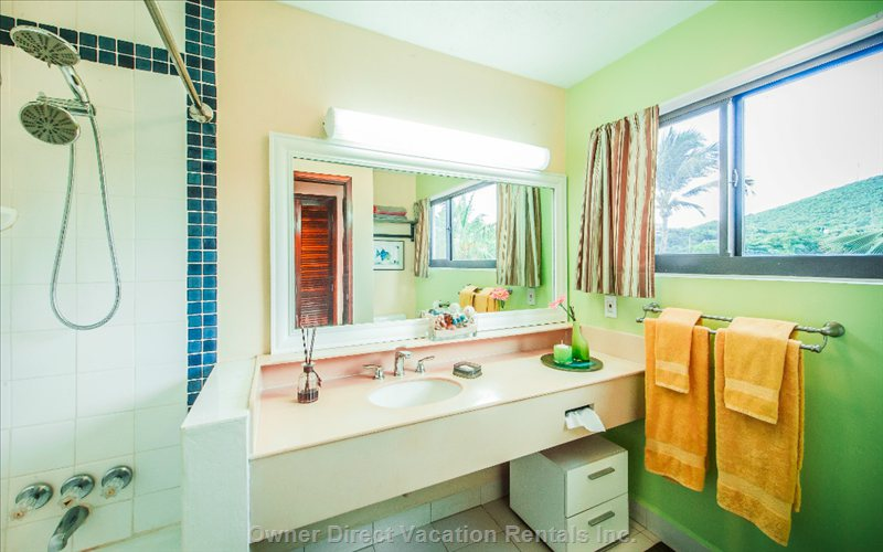 Bright and Clean Top Floor Full Bathroom with Bath Tub