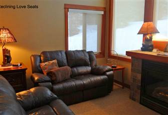 Ski-in/Ski-out Top-Floor Private 2 Bedroom/2 Bath Condo with Hot Tub